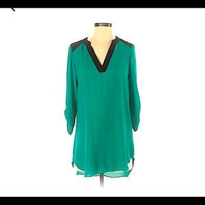 Is Byer M green black blouse top 3/4 sleeves tunic